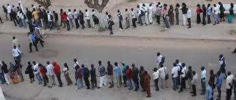 L'affluence des étudiants devant les restaurants de l'Université Cheikh Anta Diop de Dakar (UCAD).